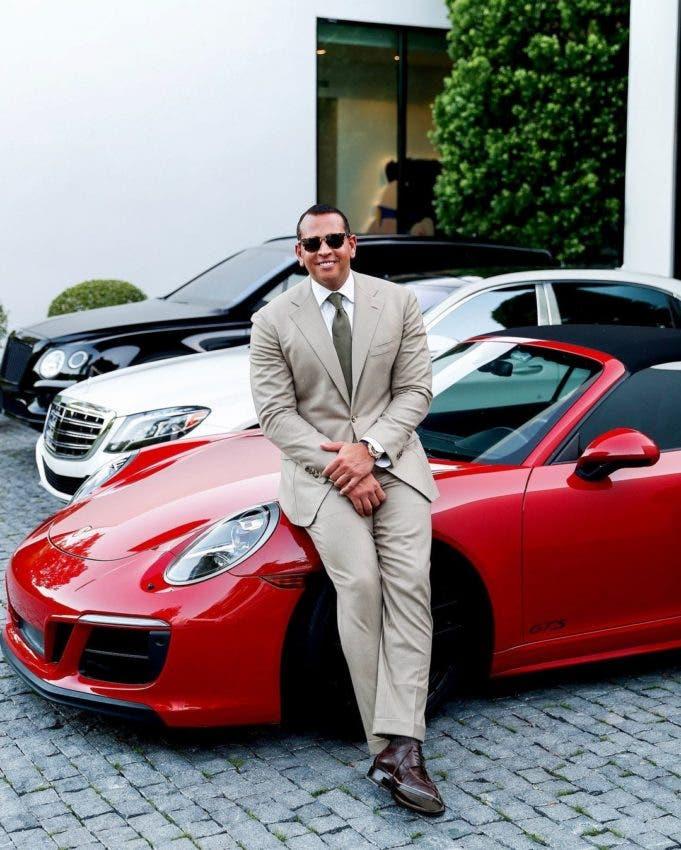 Alex Rodríguez posa en el Porsche le regaló a su ex JLo