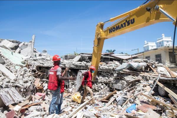 Haití supera un millar de muertos por sismo