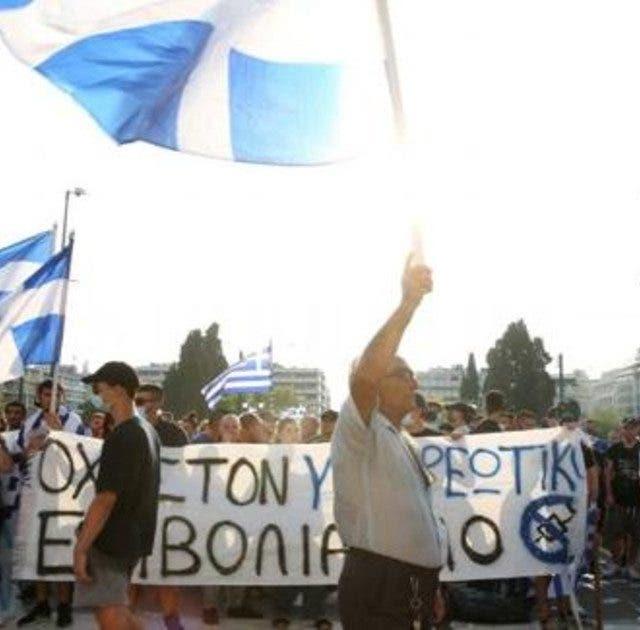 Personal sanitario de Grecia protesta contra vacunación obligatoria