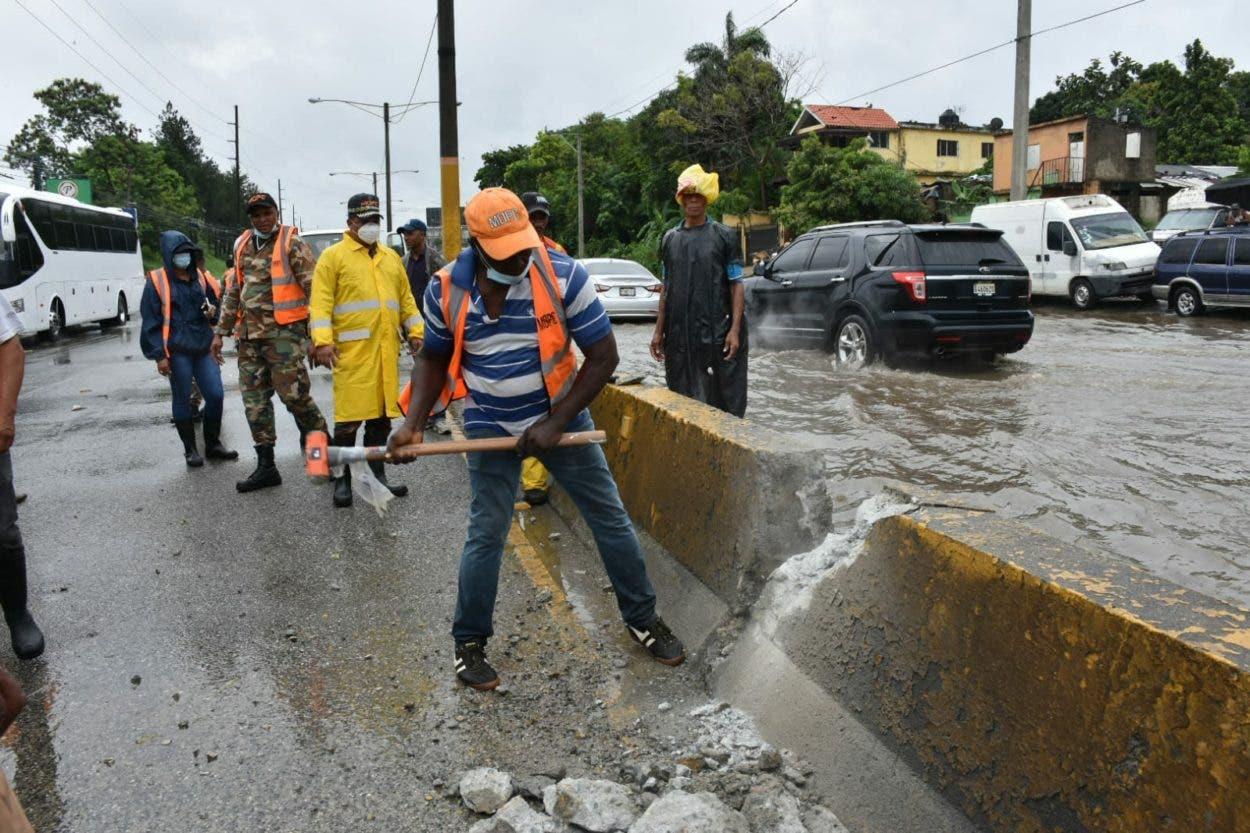 Obras Públicas dice trabaja para solucionar problema drenaje autopista Duarte