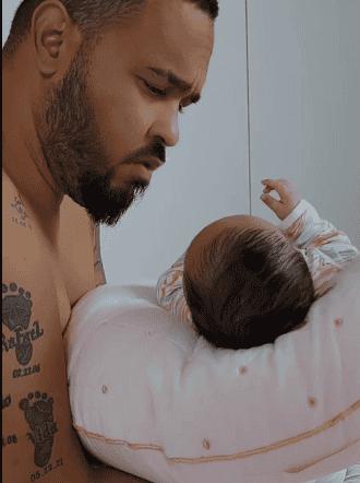 Raphy Pina en tierna conversación con su bebé
