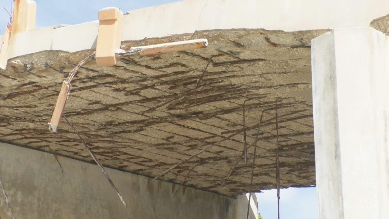 Denuncian deterioro puente La Mina en Barahona