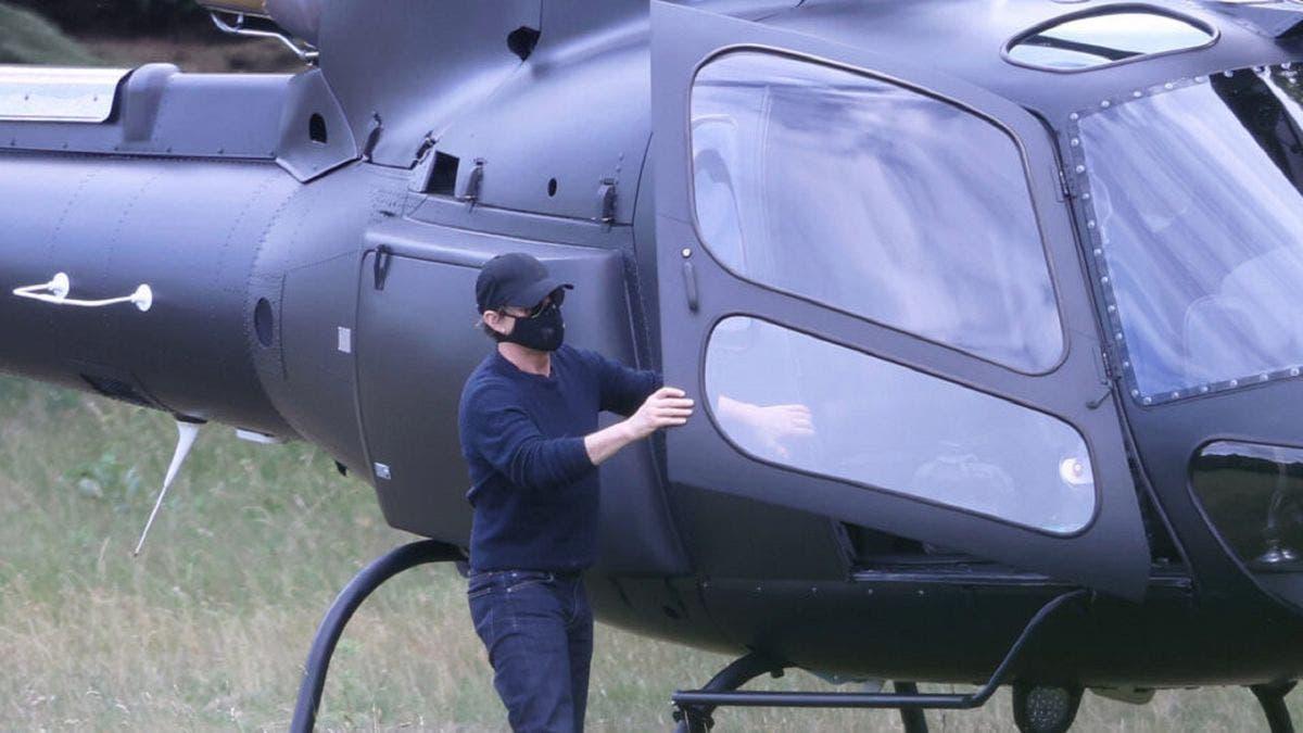 Tom Cruise aterriza helicóptero en jardín de Inglaterra