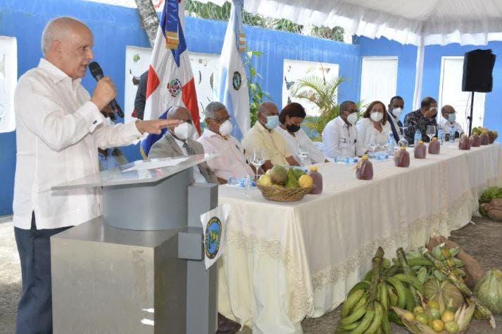 IAD entrega 112 títulos Bayaguana
