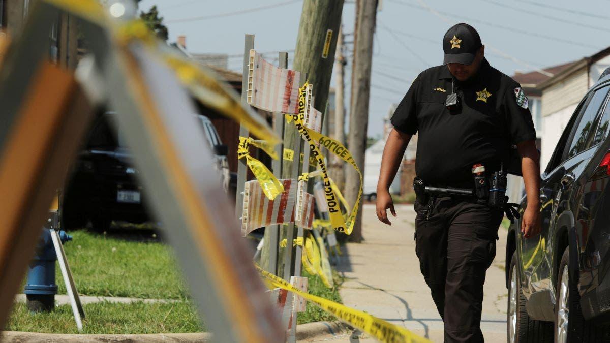 Investigan hallazgo de 2 cadáveres en patio de casa