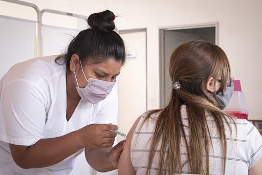 PR amplía a restaurantes obligación vacuna