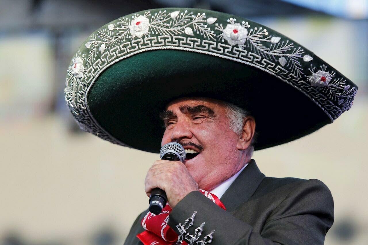 Vicente Fernández sigue en cuidados intensivo