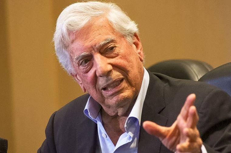 Vargas Llosa revela que un abuso en su infancia le apartó de la religión