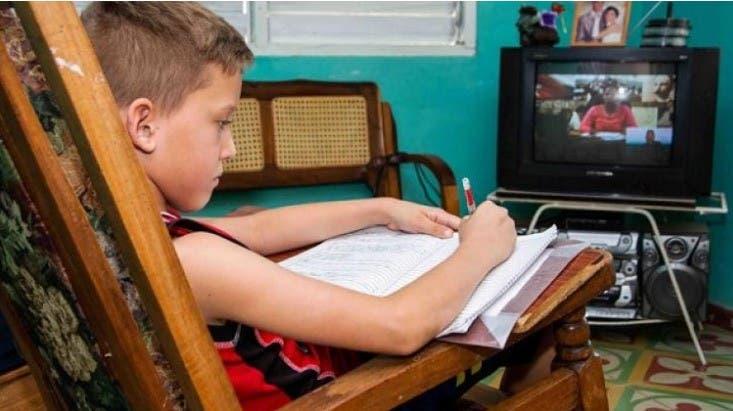 Docencia por TV en Cuba