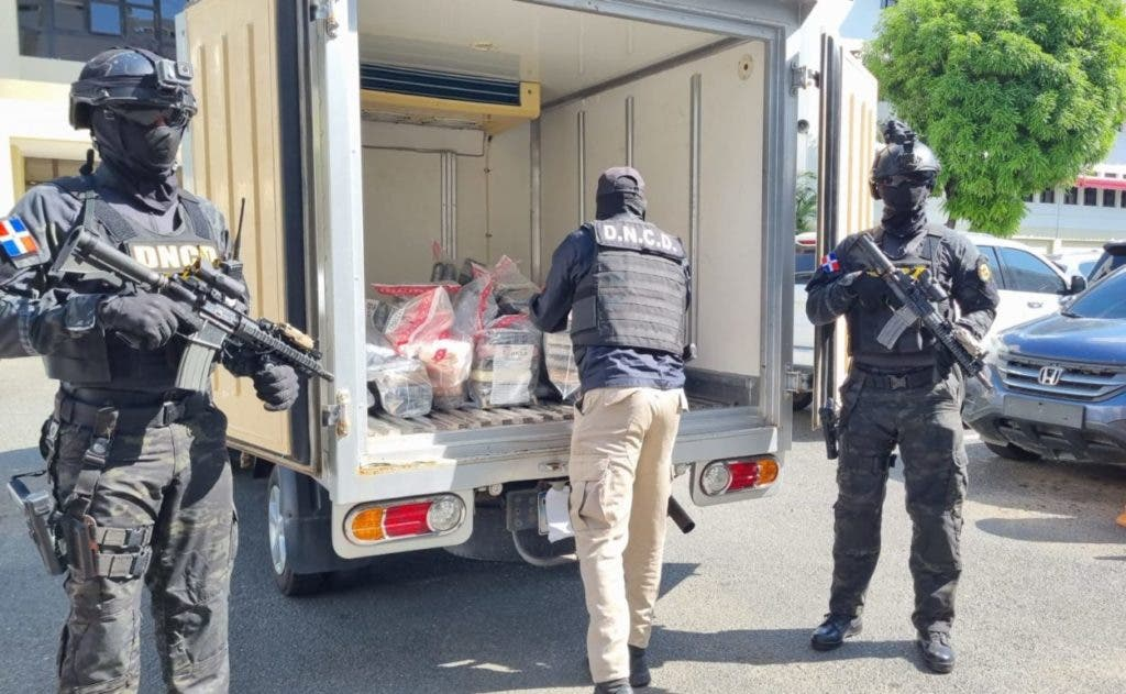Parte de los 182 paquetes de cocaína ocupados en una operación en Barahona.