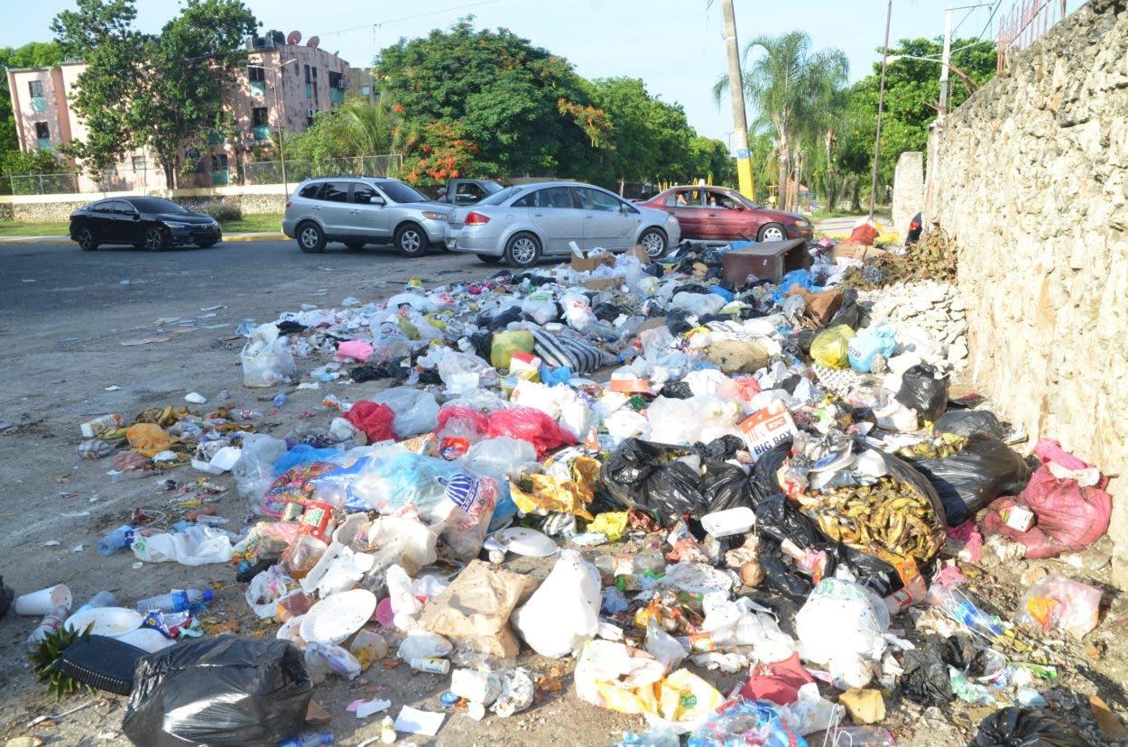 Sigue cúmulo de basura algunos sectores de SDE