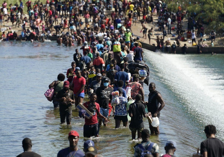 EU inicia deportación de miles de haitianos