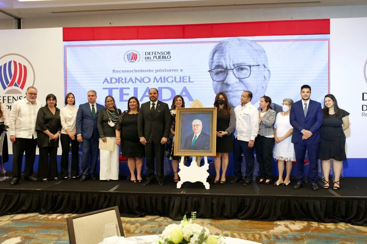 Honran memoria de Adriano Miguel Tejada