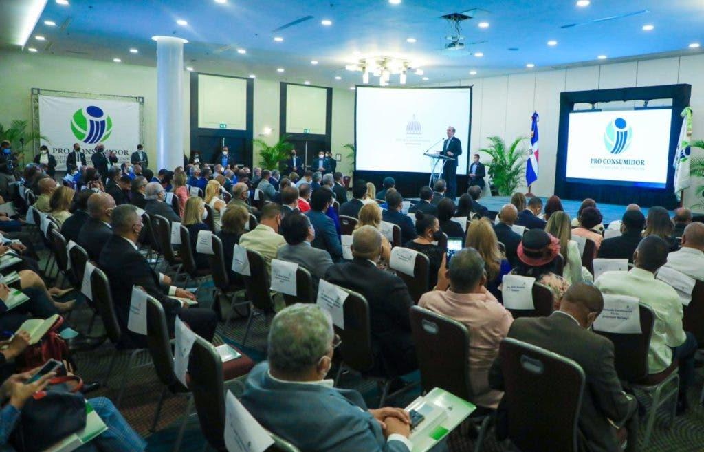 El presidente Luis Abinader pidió hoy que caiga todo el peso de la ley contra quienes utilizan el ácido del diablo contra otras personas.