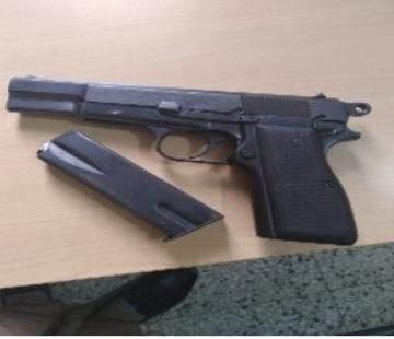 La pistola ocupada a José Miguel Peralta Rodríguez alias Chichi, implicado en la muerte de un mayor del Ejército y un locutor.