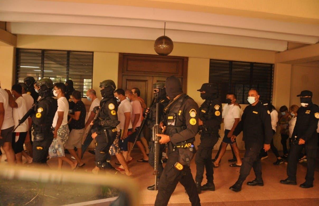 Indagan militares y policías caso Falcón