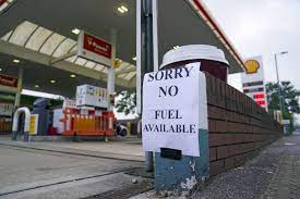 Falta de camioneros agudiza escasez de gasolina en G.Bretaña