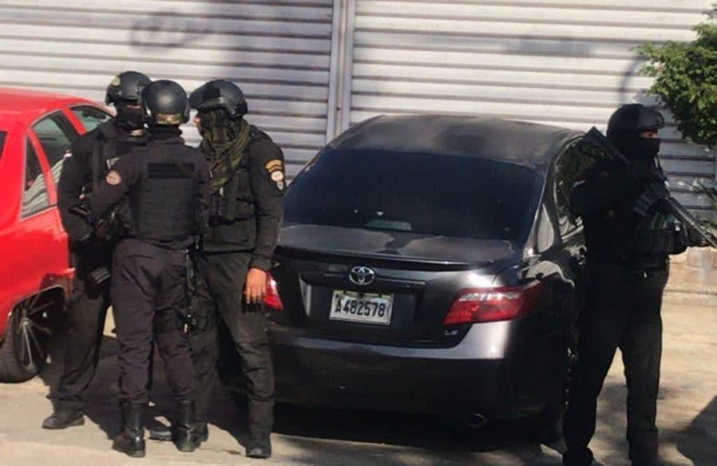 Militares del Ministerio de Defensa protegen a los fiscales en los operativos en Santiago, en la acción denominada Operación Falcón.