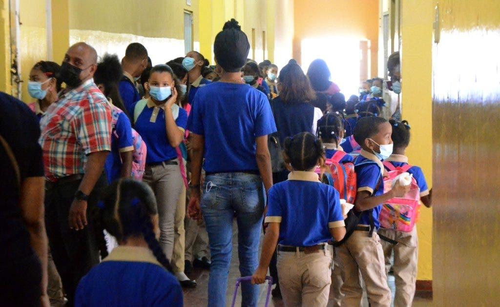 Todos los estudiantes y demás personal de las escuelas exhibían sus mascarillas.