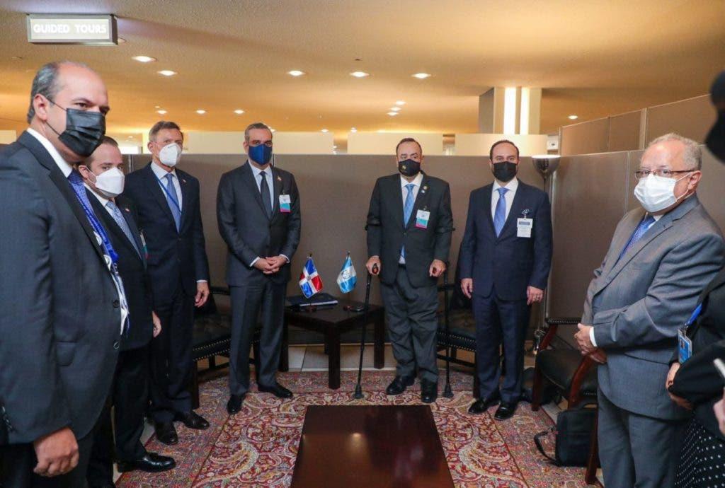 El presidente de República Dominicana, Luis Abinader, sostuvo hoy sendas reuniones con los presidentes de Guatemala y Ecuador, en el marco de la Asamblea General de las Naciones Unidas.