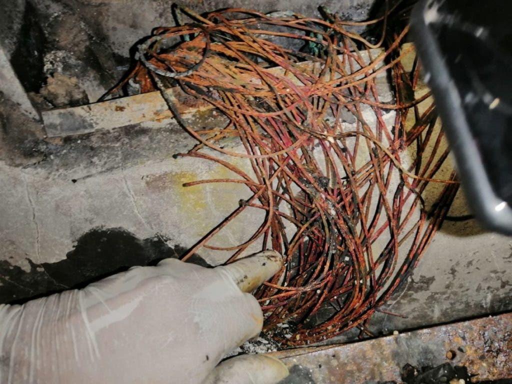 Los alambres que se quemaron y que causaron el cortocircuito que provocó el fuego en el Palacio de Justicia