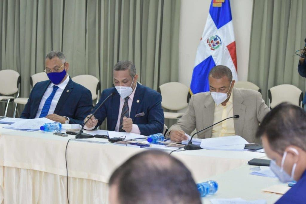 La Comisión Bicameral que tiene a su cargo el estudio del proyecto de modificación del Código Penal, presidida por el senador Santiago José Zorrilla (El Seibo), sostuvo este jueves un encuentro donde avanzó en el estudio de la pieza legislativa.
