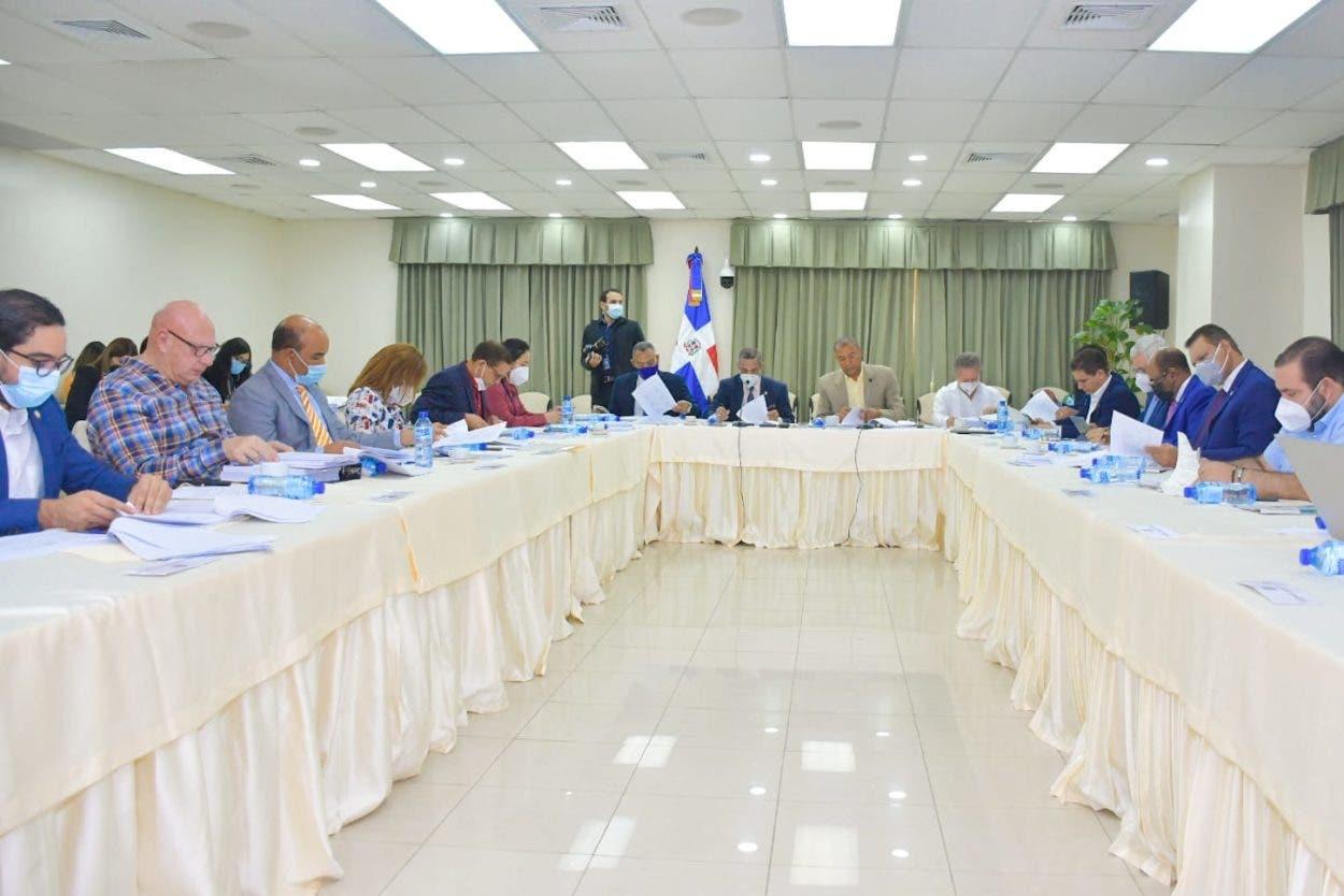 Comisión avanza estudio del Código Penal