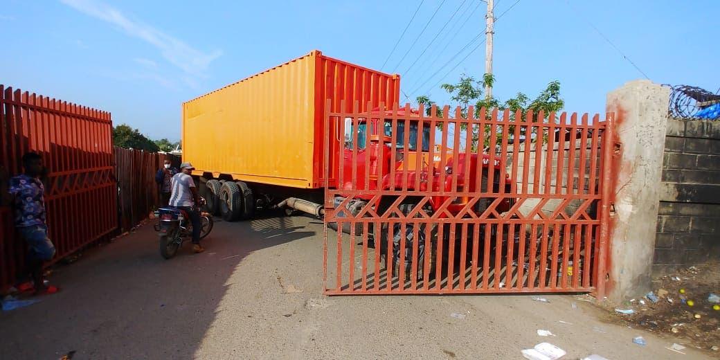 Haitianos paralizan el tránsito en puente fronterizo