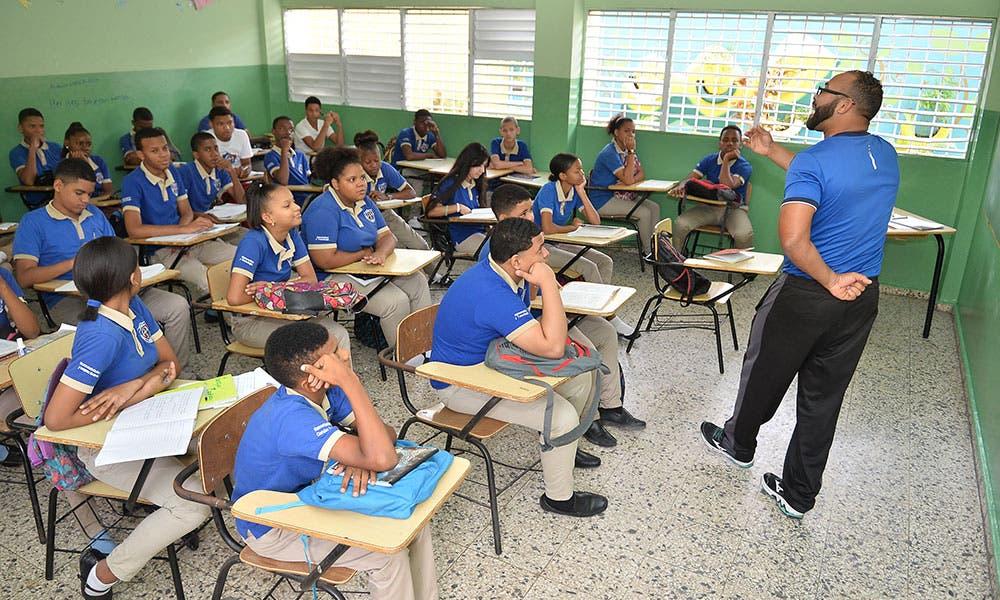 Convocan más de 2 millones de estudiantes a clases