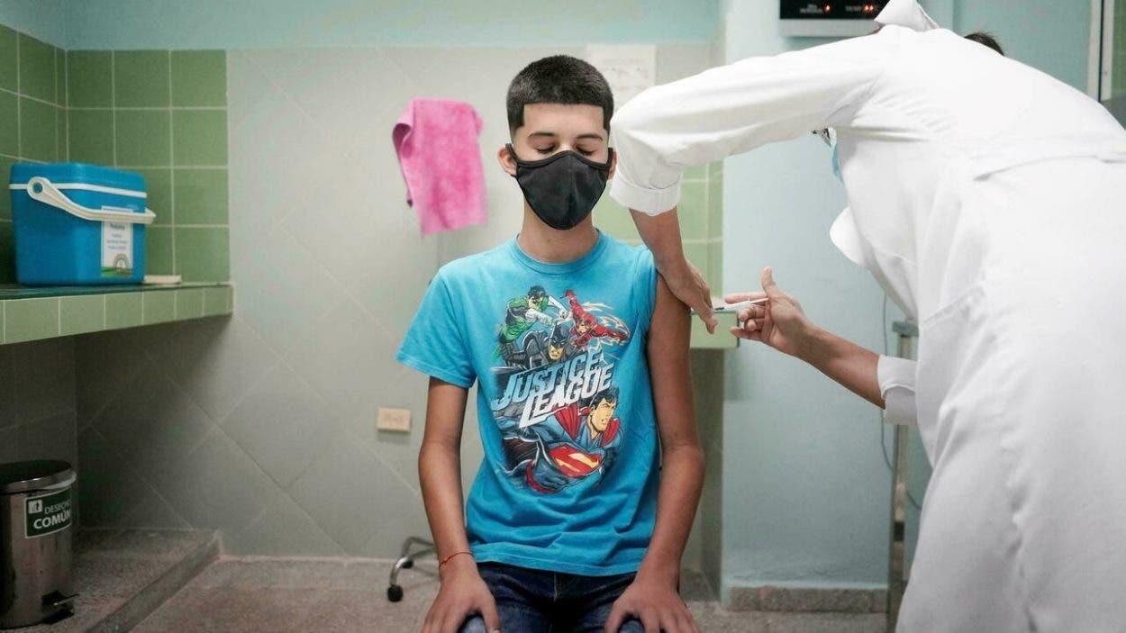 Cuba comienza a vacunar a niños y adolescentes contra covid