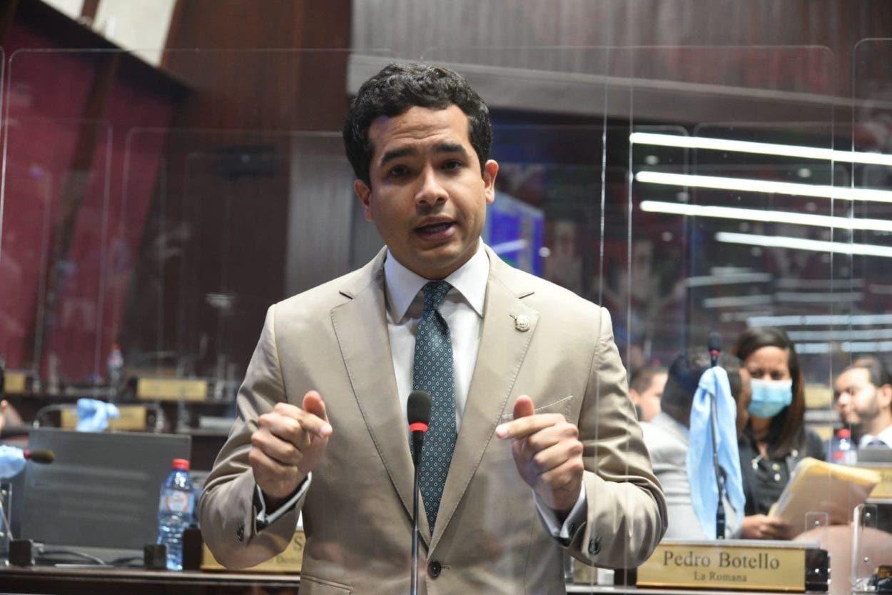 Omar Fernández somete iniciativa penalizaría el maltrato animal