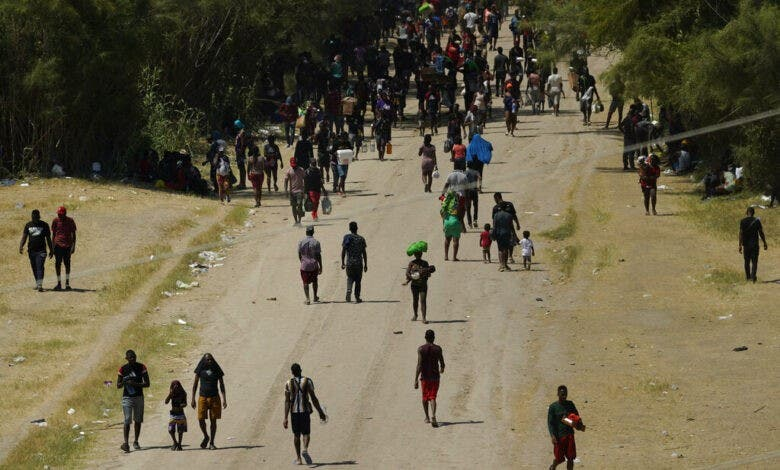 EEUU cierra frontera en Texas para frenar a migrantes