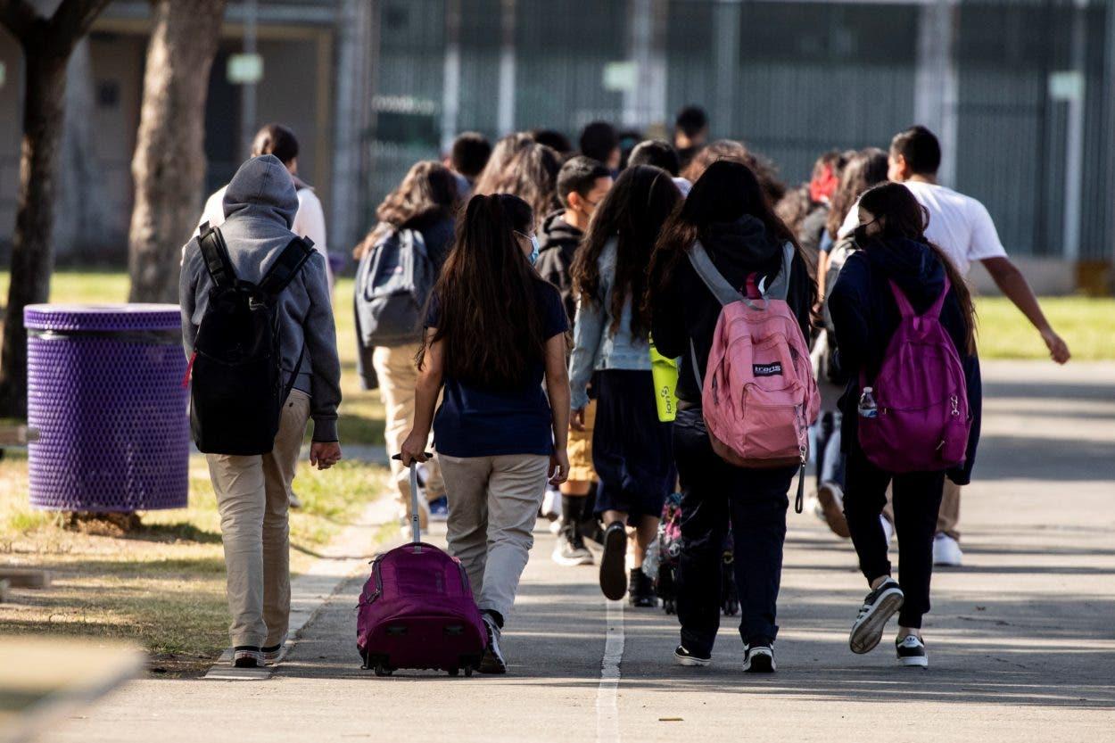 El regreso a las escuelas en EE.UU., un caos sin precedentes