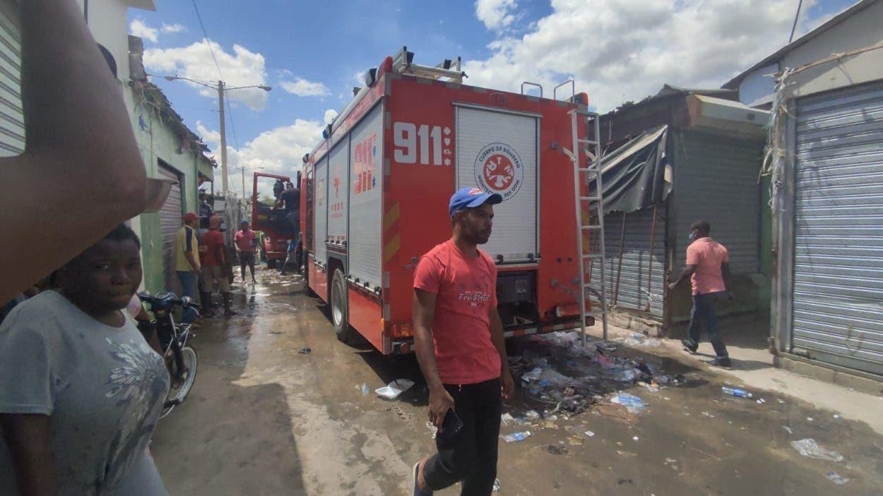 Incendio afecta 20 casetas mercado Dajabón