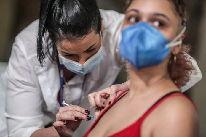 G20 se compromete a inmunizar 40 % de la población mundial en 2021