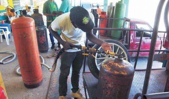 Gobierno sube GLP y congela precios a demás combustibles