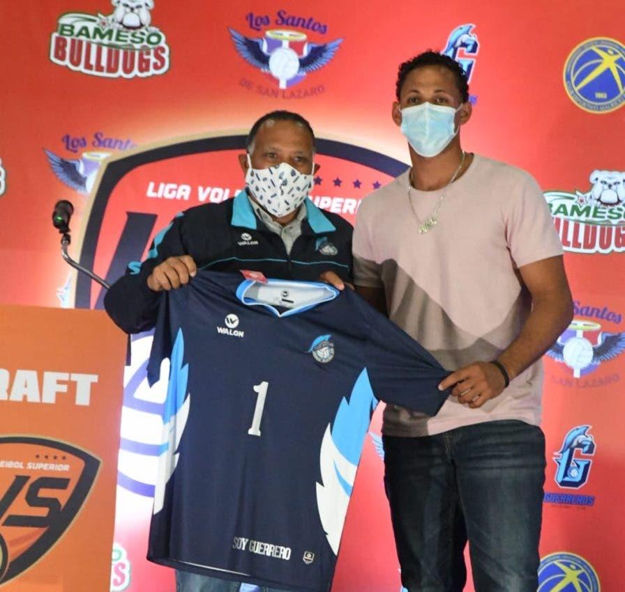 Héctor Cruz, seleccionado en voleibol masculino por Guerreros Santo Domingo