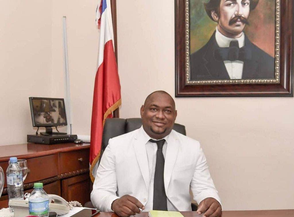 Alcalde La Caleta denuncia supuesta persecución en su contra