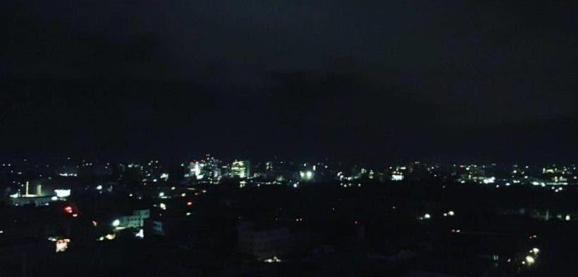 Miles de clientes siguen sin luz en Puerto Rico por generación limitada