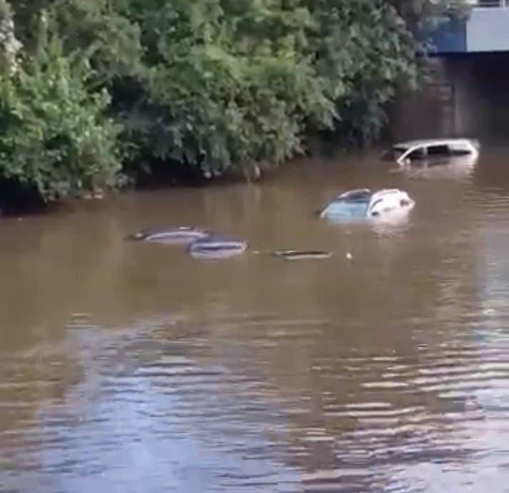 Recompensa por vehículos dañados en inundación