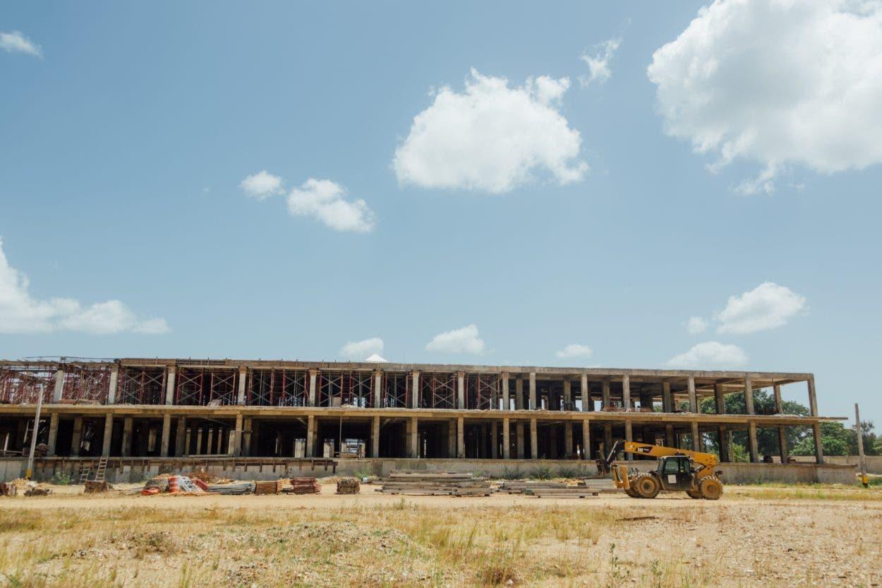 Supervisan construcción de hospital San Vicente de Paul