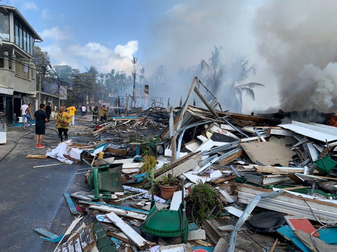 Fuego afecta viviendas en barrio Los Pescadores de Las Terrenas
