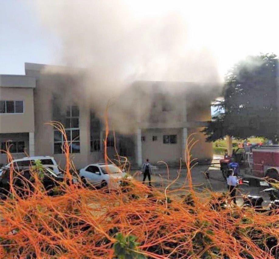 Un incendio ocurrió en el Palacio de Justicia de Monseñor Nouel