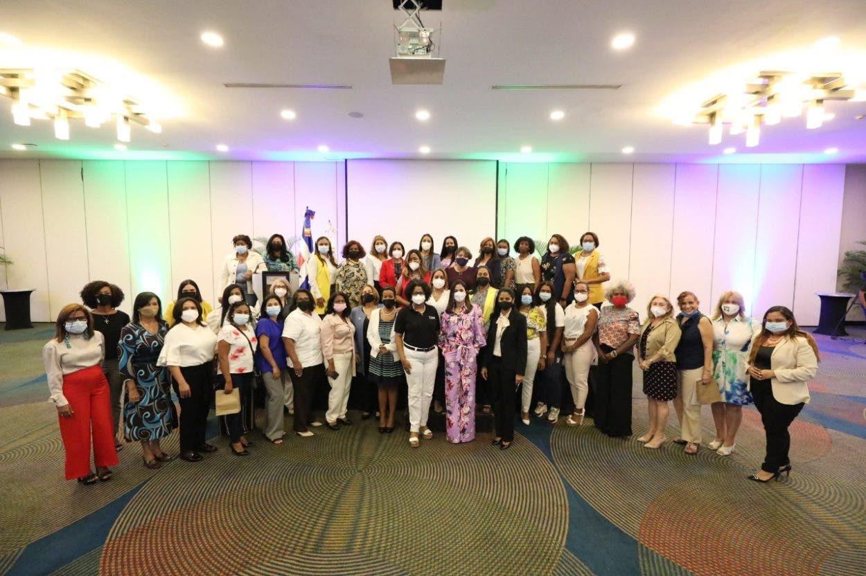 DGCP capacita mujeres para que tengan éxito en los negocios