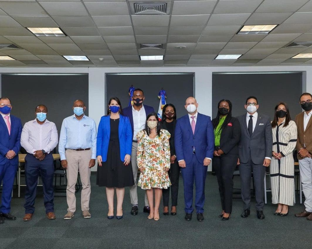 Embajada Dominicana en Kingston realiza misión comercial