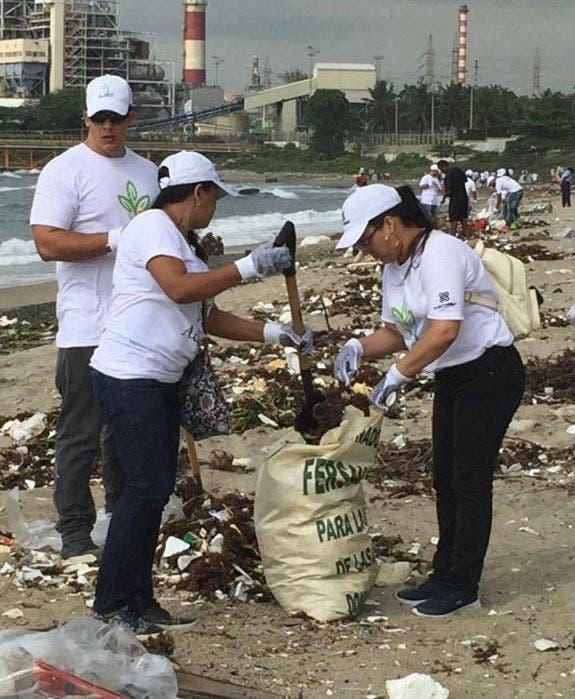 Entidades se unen jornada limpieza de playas