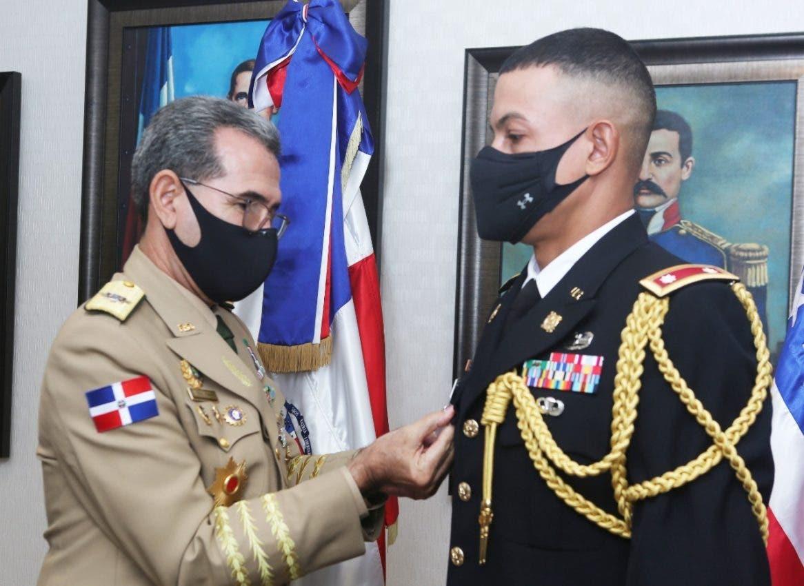 Condecoran agregado Militar y Aéreo  Embajada EE.UU.