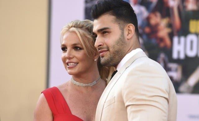 Britney Spears anuncia su compromiso con modelo y entrenador personal