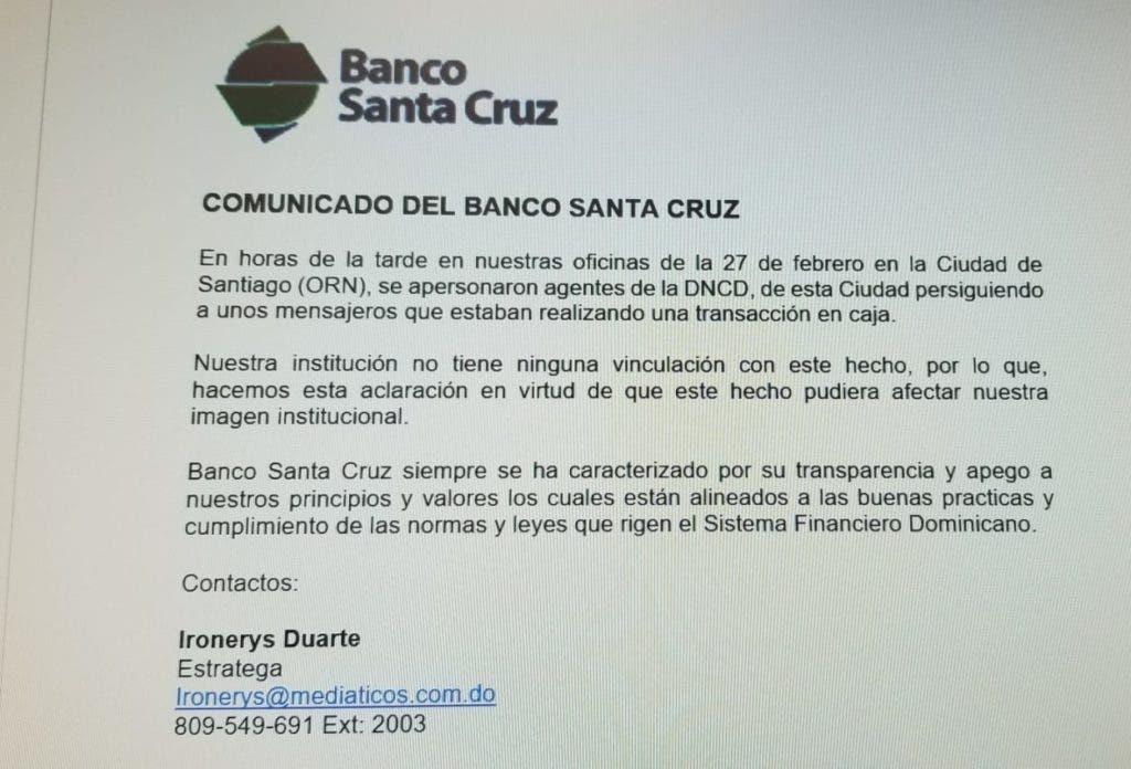 Comunicado del Banco Santa Cruz aclarando el apresamiento de dos mensajeros en la sucursal de Santiago.