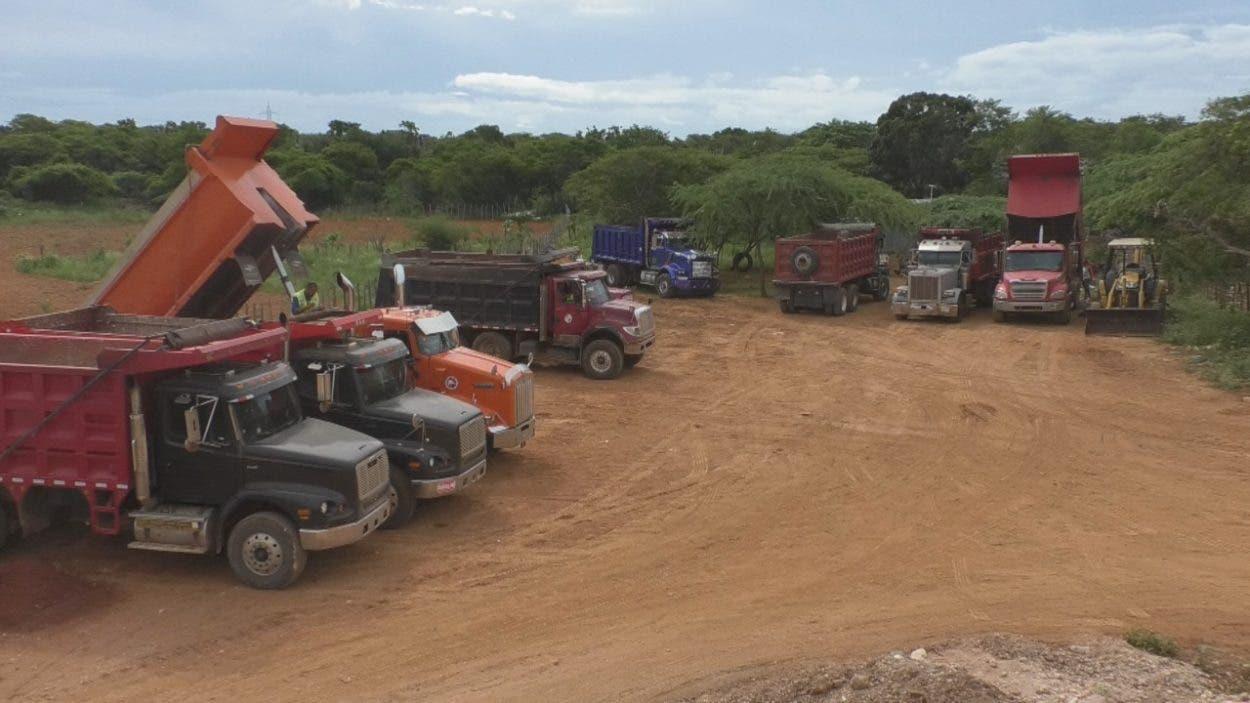 Aumentan equipos en ampliación carretera Pedernales